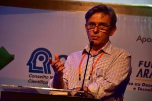 Arnaldo Colozzi, diretor do Núcleo Paraná, da SBCS e da XX RBMCSA