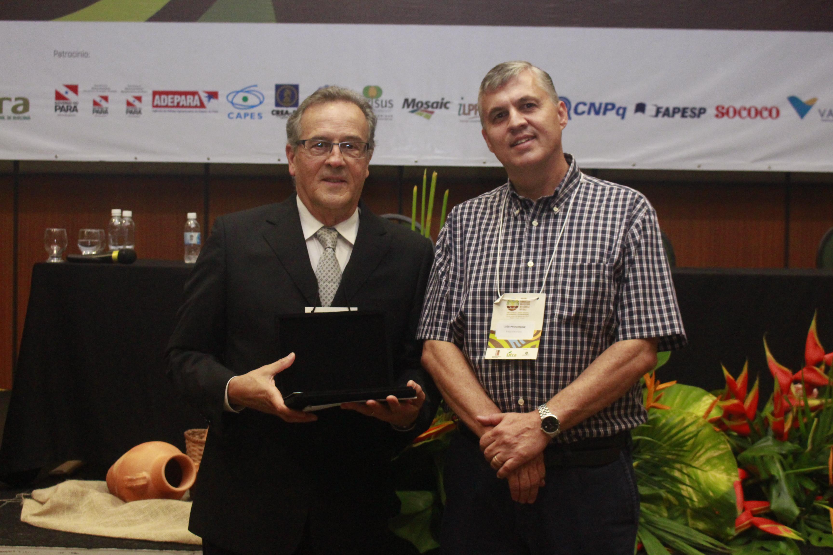 Djalma Martinhão à esquerda e o diretor do IPNI Brasil, Luís Prochonow